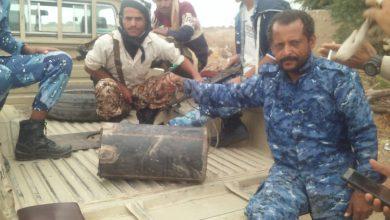 صورة قوات أمن لحج تفكك عبوة ناسفة مزروعة بطريق رئيسي في الحوطة