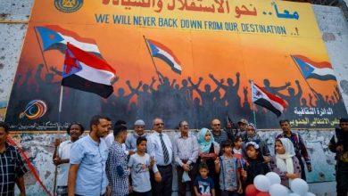 صورة الانتقالي يزيح الستار عن جدارية الاستقلال في العاصمة عدن