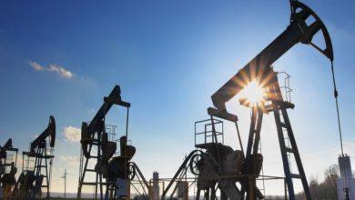 صورة النفط يهبط صوب أدنى مستوياته في 18 شهراً