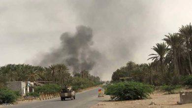 صورة بسبب قصف حوثي .. حريق هائل يلتهم مخازن إغاثية في الحديدة