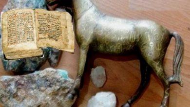 صورة الحوثي ينهب قطعا أثرية من متحف ذمار اليمنية