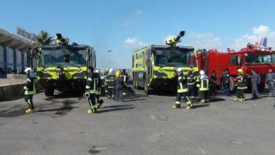 صورة الهيئة العامة للطيران والارصاد تدشن مناورة رجال الاطفاء والانقاذ وادخال عربات الإطفاء الحديثة بمطار عدن