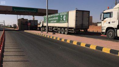 صورة عبور 8 شاحنات إغاثية منفذ الوديعة مقدمة من مركز الملك سلمان للإغاثة