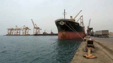 صورة فريق الشرعية المشارك بلجنة إعادة الانتشار يصل الحديدة على متن سفينة
