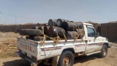 صورة الحزام  الأمني بلحج يضبط مواد كيميائية خطيرة ويعتقل المتورطين بالعملية