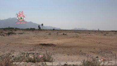 صورة مليشيات الحوثي تجدد قصفها على مواقع العمالقة في حيس بالحديدة