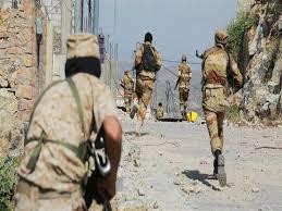 صورة مقتل 4 من ميليشيا الحوثى في مواجهات مع الجيش بتعز