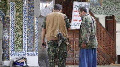 صورة قيادات حوثية تنهب وتهرب الآثار من مساجد صنعاء وصعدة