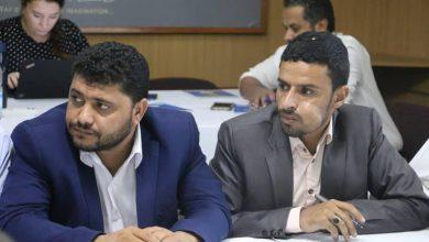 صورة الحوثيون يتعاطون القات أثناء اجتماع مع فريق أممي