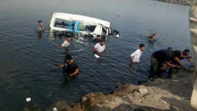 صورة طريق الموت .. وفاة خمسة ركاب بانقلاب حافلة في طريق الجسر بعدن