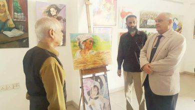 """صورة الوالي يفتتح معرض الرسم التشكيلي """"ملكات الأرض"""" بمناسبة يوم المرأة العالمي وعيد الأم"""