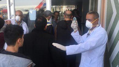 صورة مدير الخدمات الصحية بمطار عدن الدولي يطمئن المواطنين بعدم دخول اَي مصاب إلى البلاد