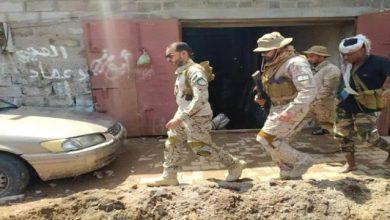 صورة قائد التحالف بالعاصمة عدن يقف على الأضرار التي خلفتها السيول