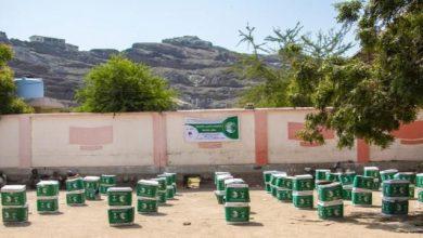 صورة مركز الملك سلمان يختتم مشروع توزيع السلل غذائية في العاصمة عدن