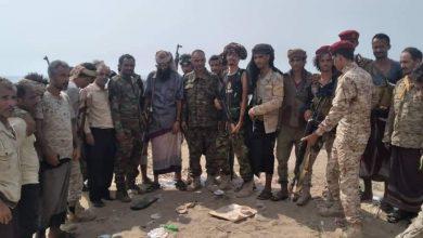 صورة أبين.. قائداللواء 12 صاعقه يتفقد مواقع اللواء بجبهة الشيخ سالم