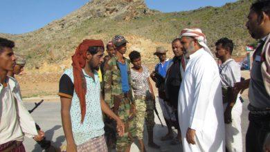 صورة رئيس انتقالي سقطرى يتفقد أوضاع القوات الجنوبية في حديبو