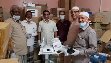 صورة انتقالي تريم يسلم مستشفى المديرية مساعدات طبية مقدمة من الرئيس الزُبيدي ودولة الإمارات
