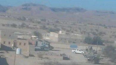 صورة ردا على جريمة اغتيال مواطن .. قبائل جردان تحاصر القوات الخاصة التابعة لمليشيا الإخوان في المديرية