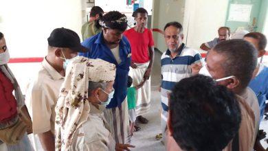 صورة رئيس انتقالي أبين يزور مركز الحميّات مستشفى الرازي ويطلع على تجهيزاته