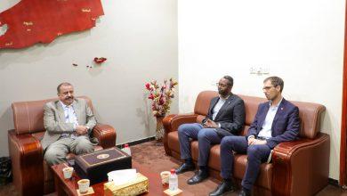 صورة اللواء بن بريك يستقبل رئيس بعثة اللجنة الدولية للصليب الأحمر الجديد ويودع نائب رئيس البعثة السابق