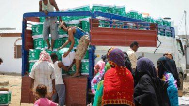 صورة مركز الملك سلمان يوزع 350 سلة غذائية على النازحين إلى عدن