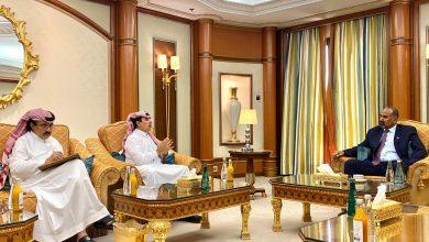 صورة الرئيس عيدروس الزُبيدي يستقبل اللواء عبدالله غانم القحطاني والعميد حسن الشهري