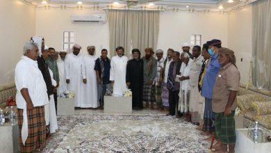 صورة السلطان بن عفرار وقيادة انتقالي المهرة يناقشان مستجدات الأوضاع بالمحافظة