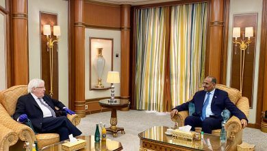 صورة الرئيس عيدروس الزُبيدي يستقبل مبعوث الأمين العام للأمم المتحدة