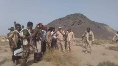صورة أبين.. السيد و قائد المنطقة العسكرية الرابعة يتفقدان القوات الجنوبية في جبال سيود بضواحي شقرة