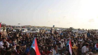 صورة في مسيرة حاشدة.. أبناء شبوة يرفضون تواجد الإخوان بالمحافظة