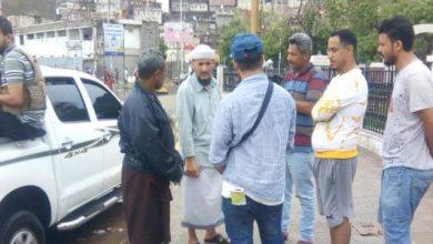 صورة عدن.. مأمور التواهي يتابع سير أعمال شفط مياه الأمطار والسيول في المديرية