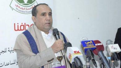 صورة وسط صراع أجنحة بين قادة المليشيات.. زعيم الحوثيين يأمر باعتقال قيادي بارز في الصف الأول ونقله إلى صعدة