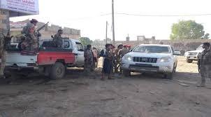 صورة تجار البيرين بتعز ينقلون بضائعهم بعد وصول مليشيا المخلافي