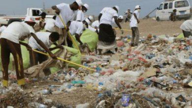 صورة للحد من انتشار الأمراض والأوبئة.. هلال الإمارات يدشن حملات نظافة واسعة في مديرية ذو باب