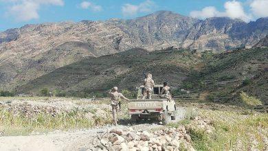 صورة تعز .. اشتباكات عنيفة بين اللواء 35 مدرع وعناصر اللواء الرابع مشاه جبلي في التربة