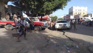 صورة مليشيا الإخوان تحاكي الحوثيين في إرهاب وترويع النازحين بمناطق سيطرتها