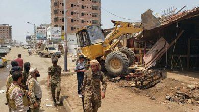 صورة قوات الحزام الأمني بالمنصورة تزيل عددا من المعامل الصناعية العشوائية بالدرين