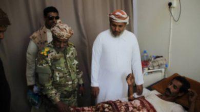 صورة رئيس انتقالي سقطرى يقوم بزيارات عيدية لتفقد أحوال المرضى بمستشفى خليفة