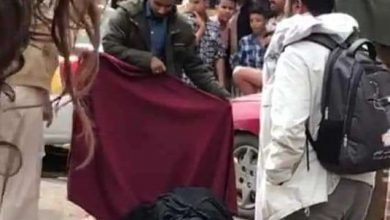 صورة رجل يقتل زوجته وابنه وسط شارع البليلي بصنعاء