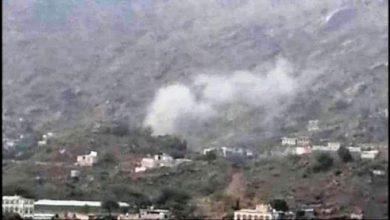 صورة عقب هزيمتها بالضالع .. مليشيا الحوثي تقصف التجمعات السكنية في مريس بمختلف أنواع الأسلحة