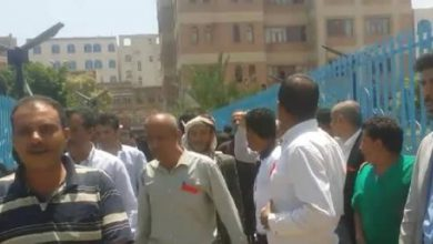 صورة مليشيا الحوثي تعتدي على الأطباء والممرضين في صنعاء