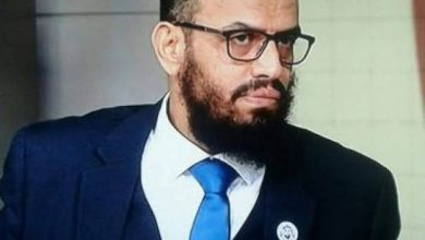 صورة نائب الرئيس: الرئاسة اليمنية تمارس الابتزاز الرخيص في لقمة عيش الناس