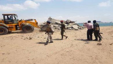 صورة عدن..حملة أمنية لازالة البناء العشوائي من شاطىء الغدير