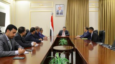 صورة رئيس وحدة شؤون المفاوضات في المجلس الانتقالي يلتقي رئيس الوزراء المُكلف