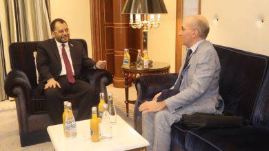 صورة الكاف يناقش مع نائب سفير جمهورية فرنسا المستجدات المتعلقة بتنفيذ اتفاق الرياض