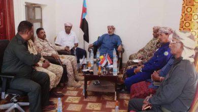 صورة رئيس انتقالي سقطرى يترأس اجتماعاً استثنائياً بالقيادات الأمنية والعسكرية في المحافظة