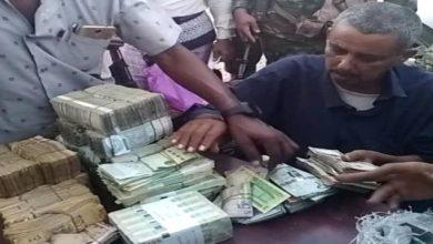 صورة عدن.. الأجهزة الأمنية تلقي القبض على المتهمين بنهب مصرف العمقي بمدينة إنماء السكنية