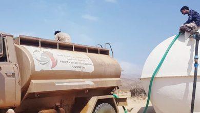 صورة خليفة الإنسانية تمد القرى النائية في سقطرى بصهاريج المياه