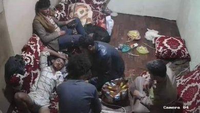 """صورة الحوثي يعتقل سبعة ضباط في البحث الجنائي بصنعاء بتهمة تسريب فيديو تعذيب"""" الأغبري"""""""