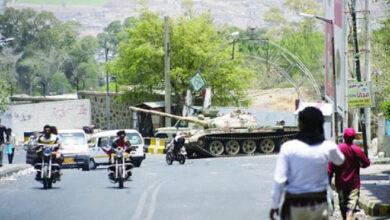 صورة بعد احكام سيطرتها على اللواء 35 مدرع في الحجرية.. مليشيا الإخوان تهرب الوقود والسلاح للحوثيين